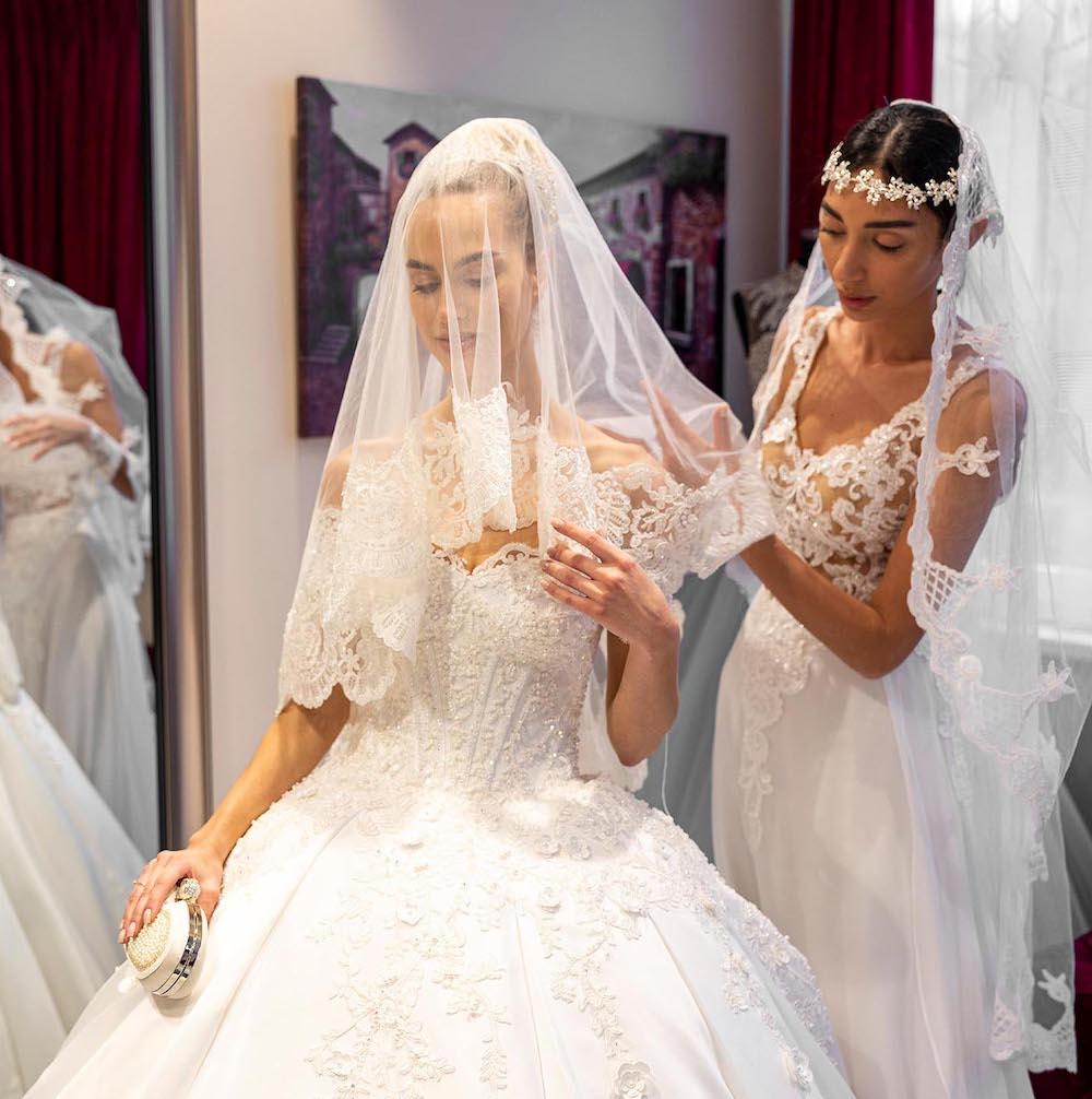 Brautkleider in Berlin kaufen  Hochzeitsmode  Prestije Mode