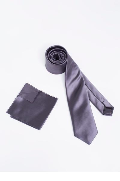 Shiny tie with matching Pocket Square
