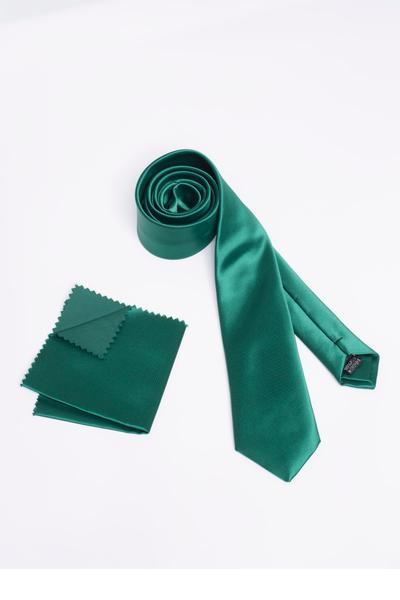 Basic-Krawatte kombiniert mit edlem Einstecktuch
