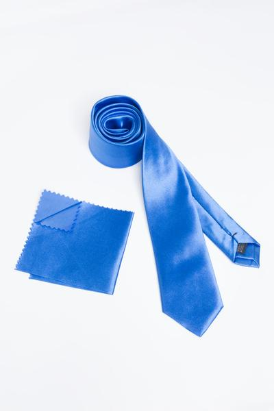 Tie with striking shine and elegance