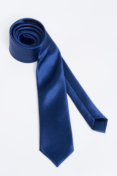 Dunkelblaue Polyester-Krawatte als aufwertendes Accessoire
