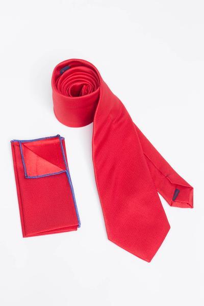 Aussagekraeftige Krawatte in Strickoptik