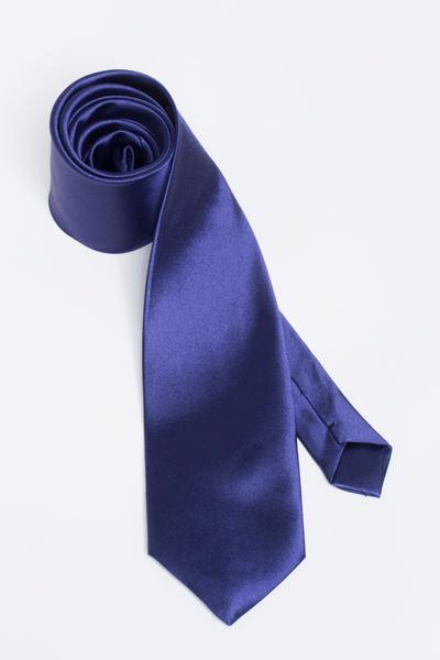 Versatile tie with shiny fabric