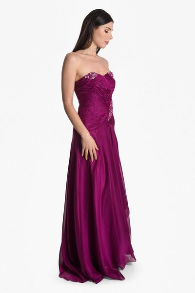 Fluttering evening dress with pearl embroidery