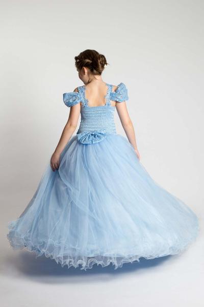 Prinzessinnenkleid mit Reifrock
