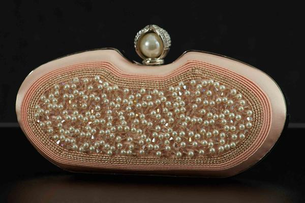 Round clutch with embroidered pearls rose