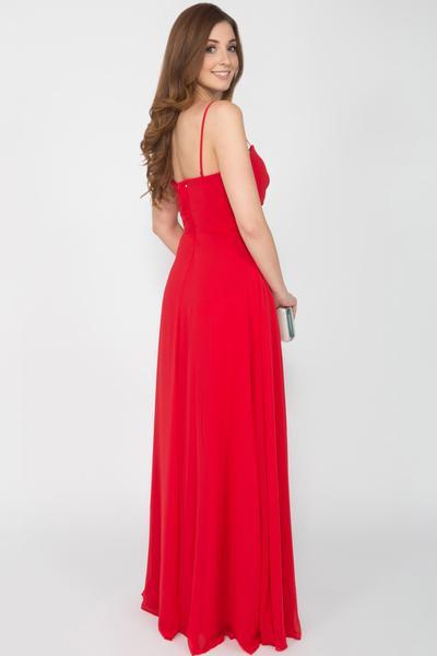 Rotes Abendkleid mit zarten Details