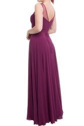 Schlichtes und elegantes Abendkleid mit transparenten Dekolleté