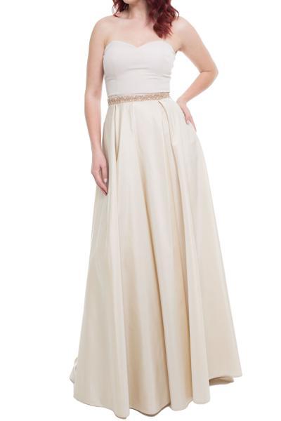 Trägerloses Kleid mit Ziersteinen