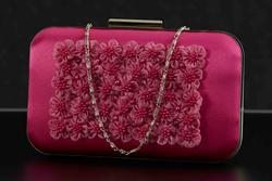 Florets clutch with pearls ruby 001