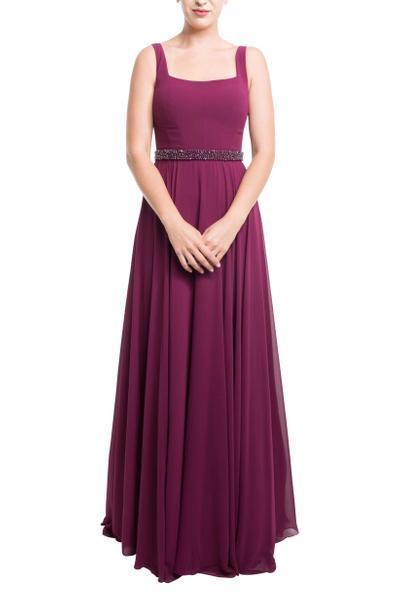 Romantisches Abendkleid mit bestickter Taillenpasse