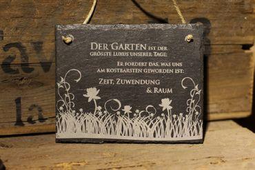 Schiefertafel Gartenspruch -Garten ist der grösste Luxus Schiefer Schild Blumenwiese