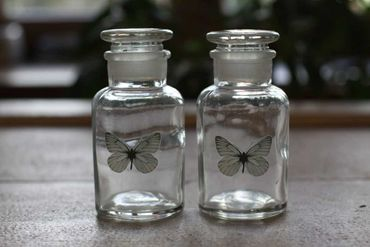 Deko Flasche - Schmetterling - Glasflasche Flakon Landhausstil, 2er Set