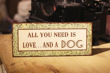 Vintage Schild All you need is love - and a Dog IB Laursen