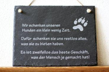 Schiefer Wandbild Hunde Spruch: wir schenken Hunde ein wenig Zeit... Türschild Schild