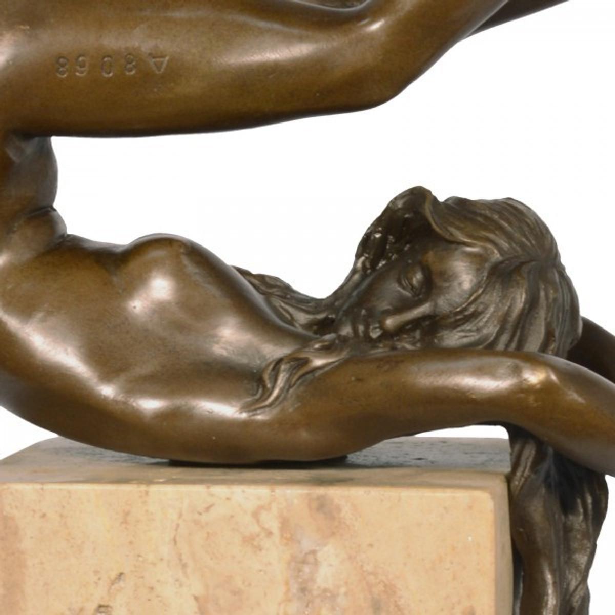 Erotik Frauenakt Skulptur heller Marmor als dekorativer Akt im klassischen Antik Stil.