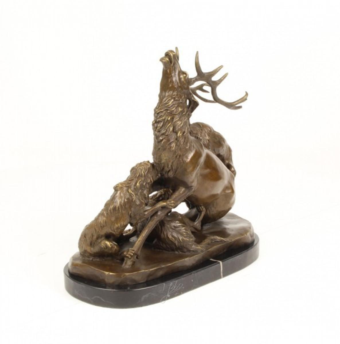 Bronze Skulptur Jagd zeigt einen Hirsch im Kampf mit Hunden. Tolle Jägerskulptur.