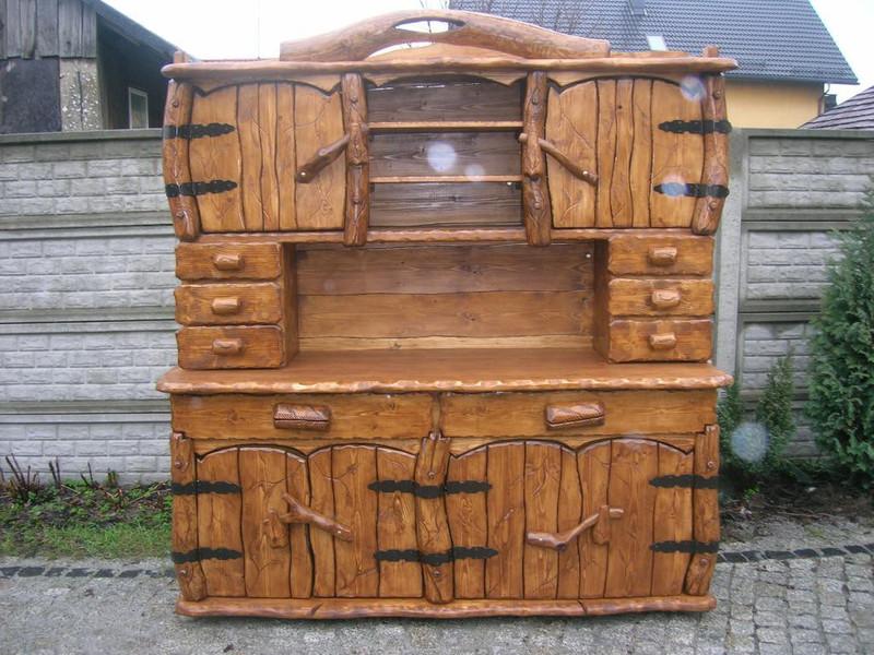 Einzigartiger rustikaler Gartenschrank aus Massivholz - handgefertigt aus Naturholz