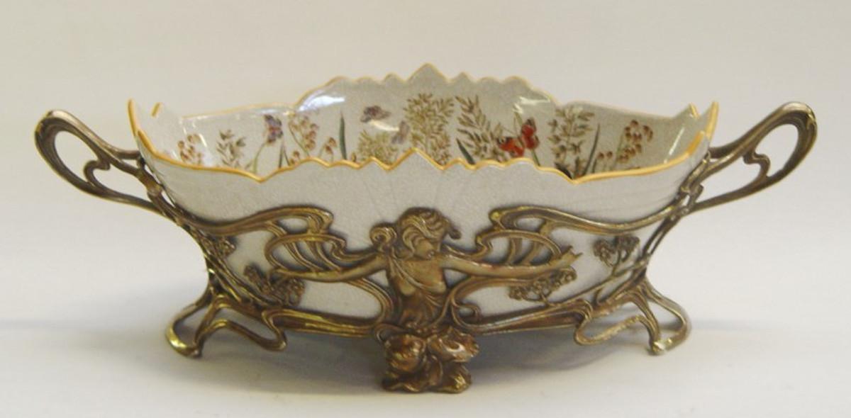 Porzellan Bronze Gefäß handbemalt verziert mit Frau Figur Fassung verschnörkelt.