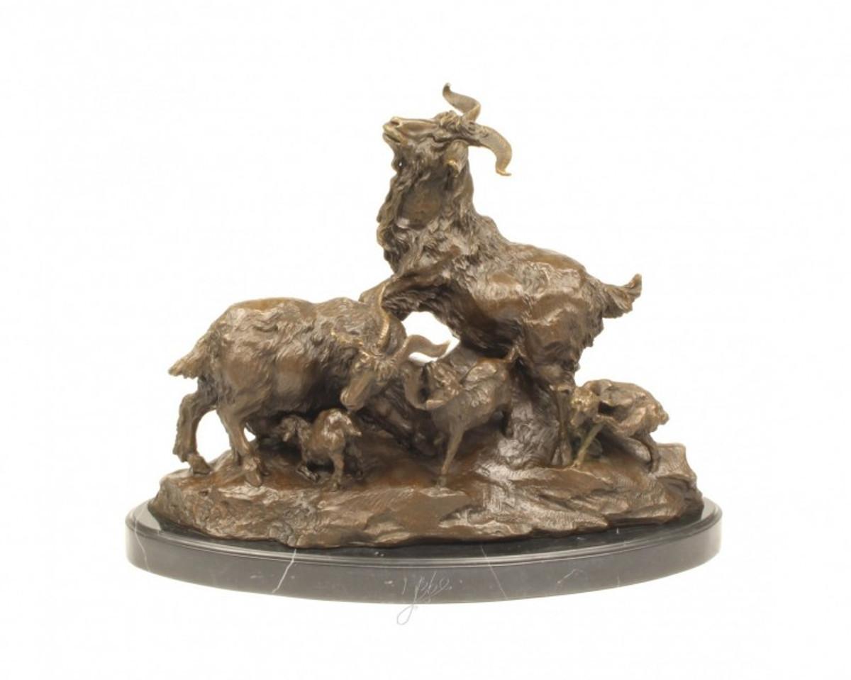 Tierfiguren aus Bronze , die eine Ziegen Familie mit Mutter, Kinder und Vater zeigt.