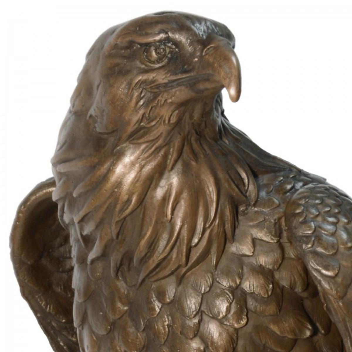Adler Tierfigur aus Bronze als kultivierte Tier Skulptur eine kostbare Deko Statue.