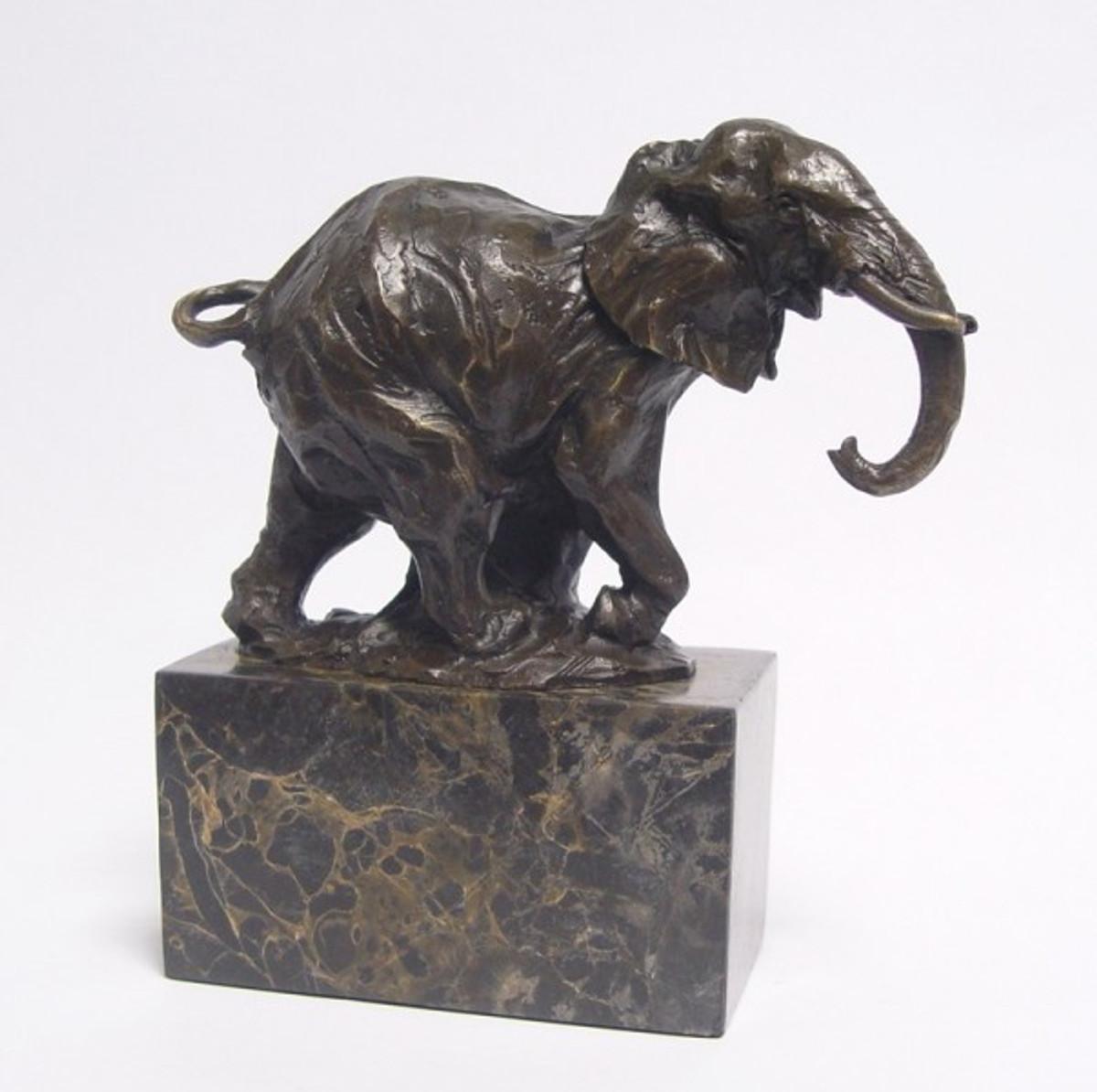 Elefantenfigur aus Bronze als kunstvolle Garten Dekoration für Afrika Liebhaber.