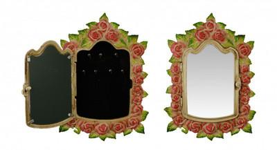 Schlüsselkasten aus Gusseisen schön verziert mit Blumen als Deko zum Aufhängen.
