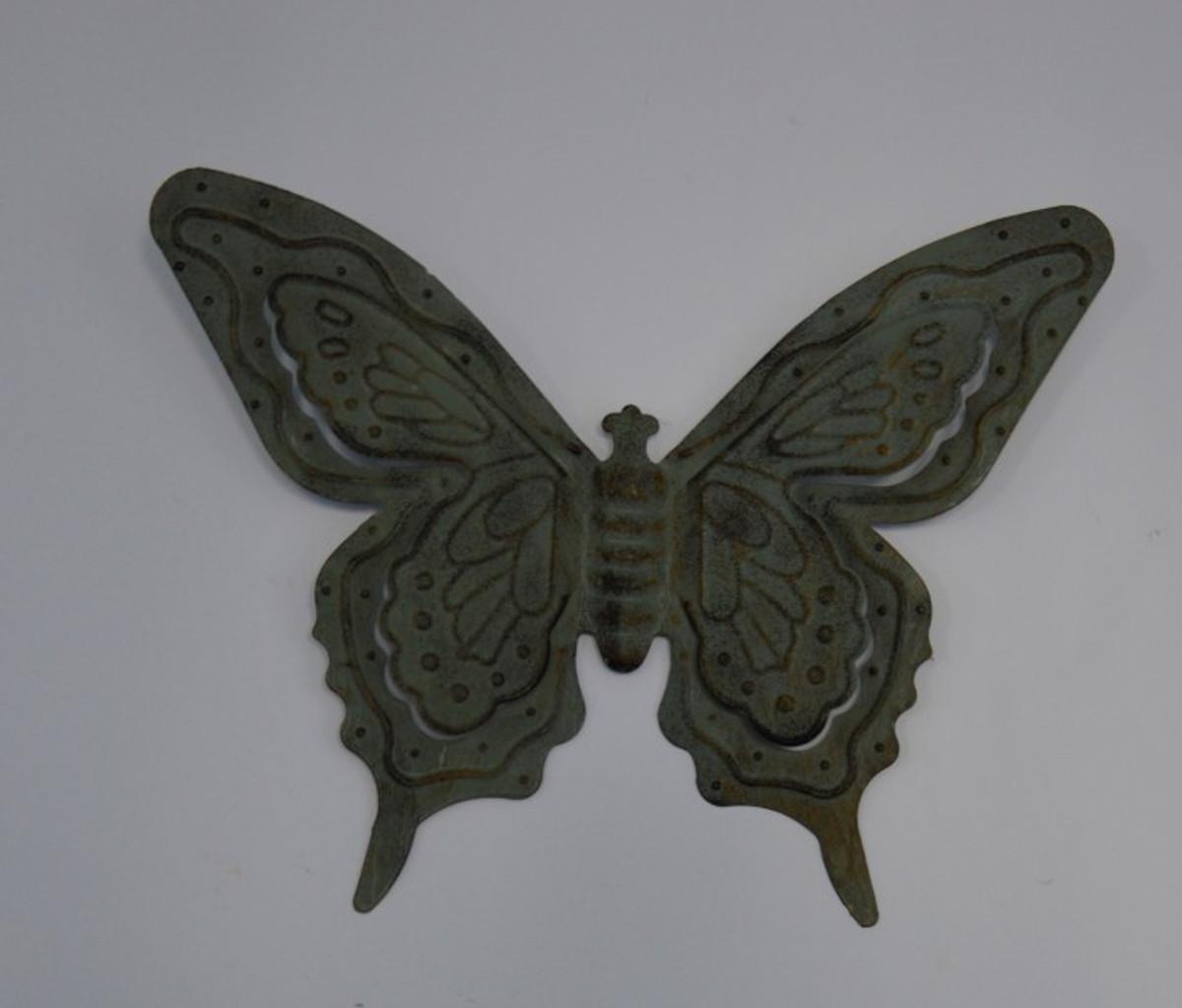 Tier Figur eines Eisen Schmetterling kaufen. Tolle Wanddekoration antik in Grün.