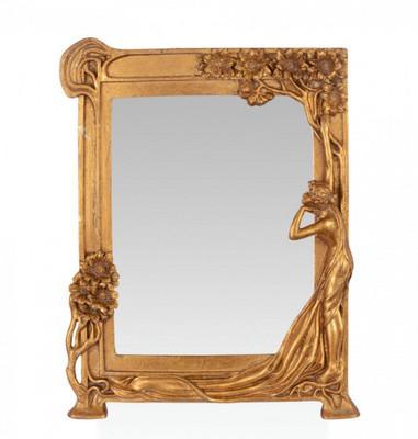 Kleiner Spiegel aus Resin , dessen goldener Rahmen nostalgisch verziert ist.