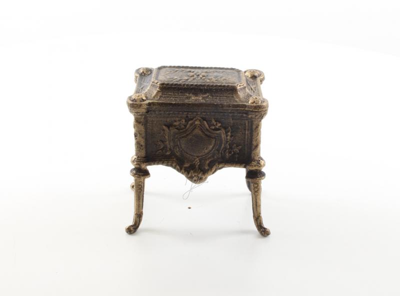 Kleine Schmuckschatulle aus Gusseisen antik als mini Schmuckkästchen kaufen.