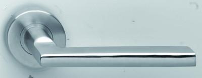 Edelstahl Türgriff Paar als kantiger Griff mit Runde Rosette für Innentüren.
