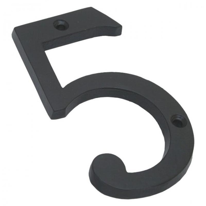 Die 5 Haus Nummer aus schwarz lackiertem Eisen, eine robuste Hausnummer im zeitlosen Design als Hausnummerierung.