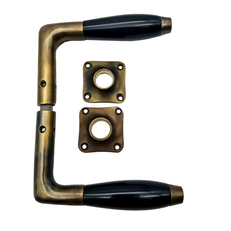 Alte Beschläge für Türen Türgriffe Angebot Bakelite Set aus 1x Antik Klinkenpaar und 2x Rosetten in Nostalgie Optik.