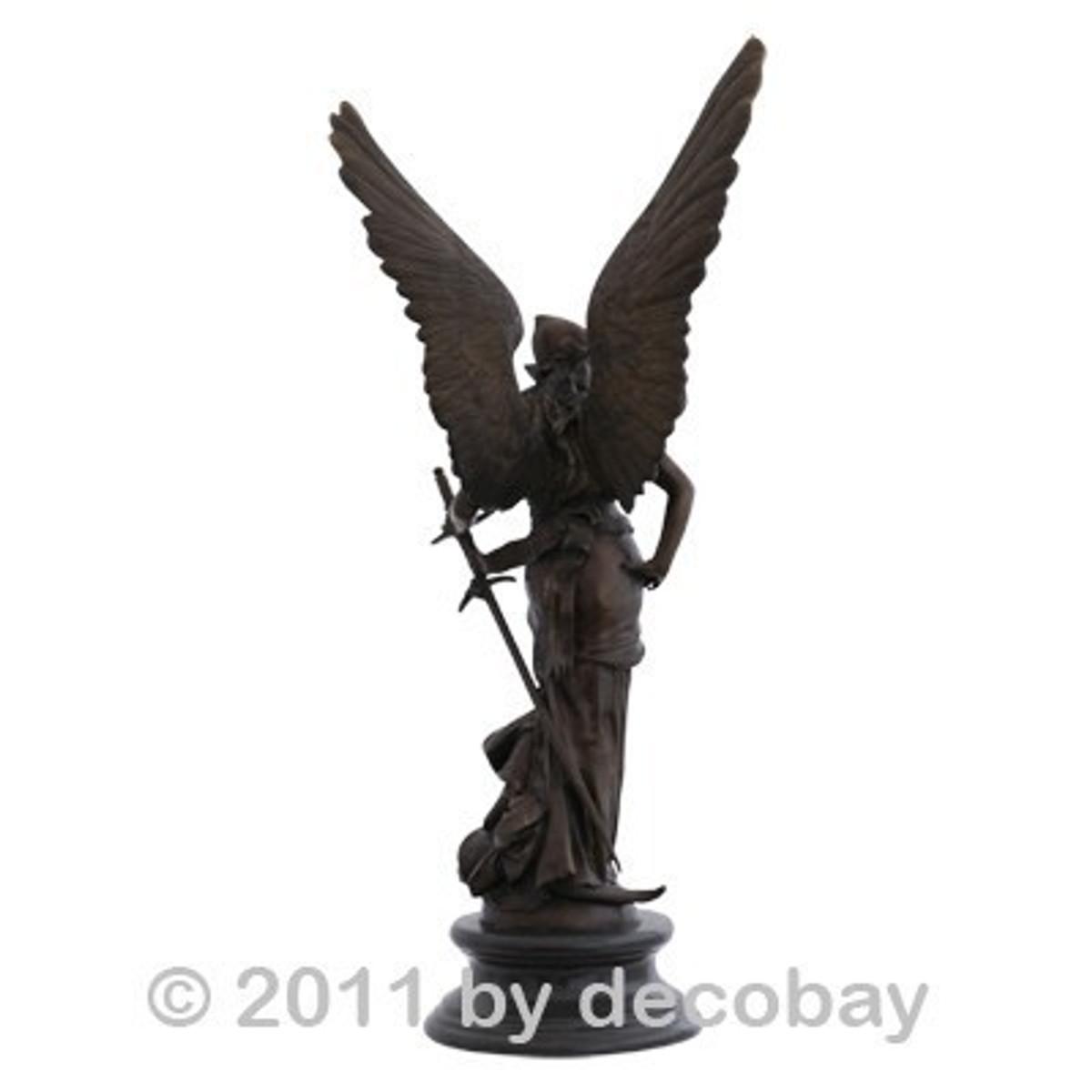 Bronze Statue Dekoration Engelfiguren Frau Kriegerin Bronze Skulptur für Garten und Haus auf rundem Marmorsockel. Schwere und große Bronzestatue.