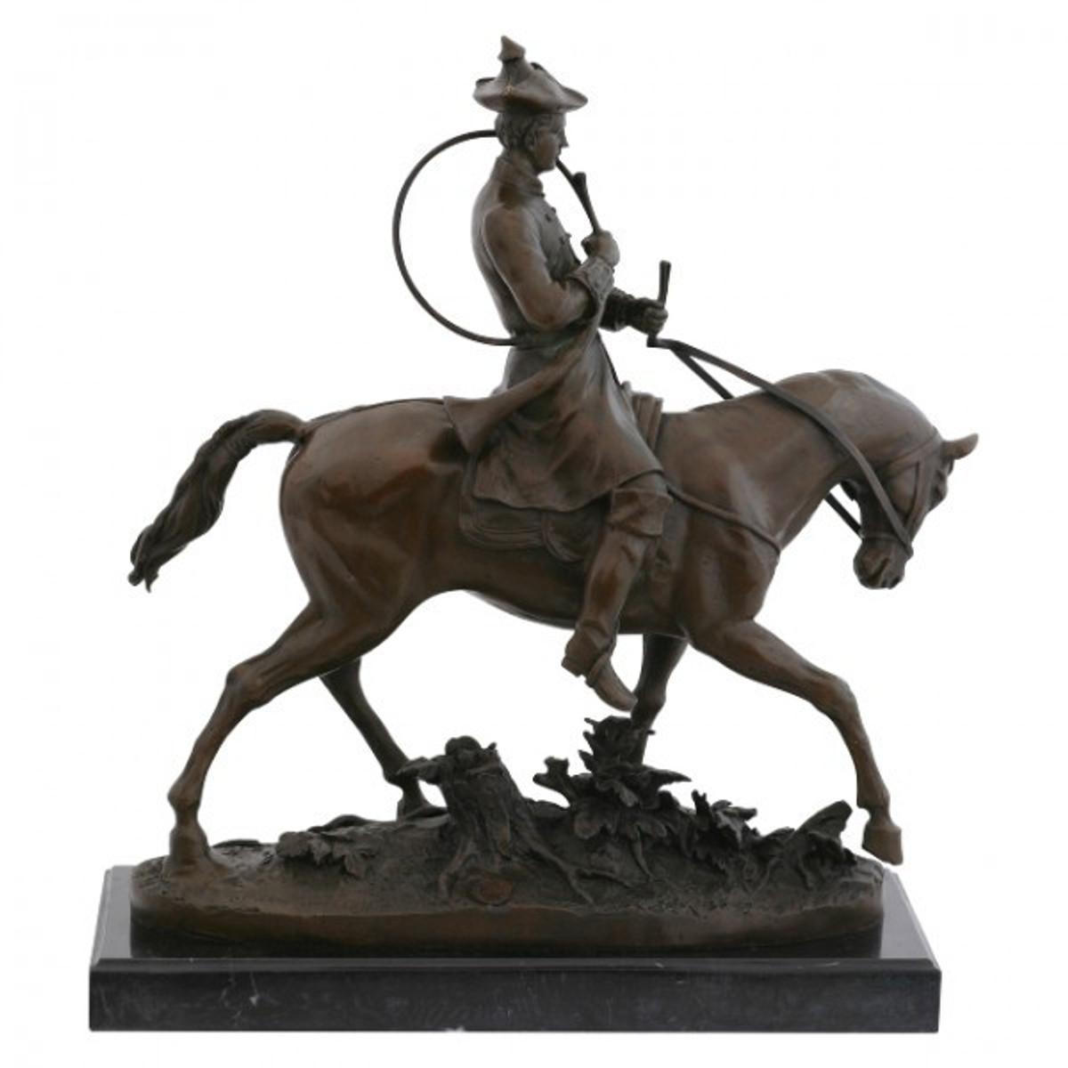 Bronze Pferd Kavallerie Pferd Bronzestatue berittener Soldat in Form einer Bronze Statue. Bestellen Sie direkt online.