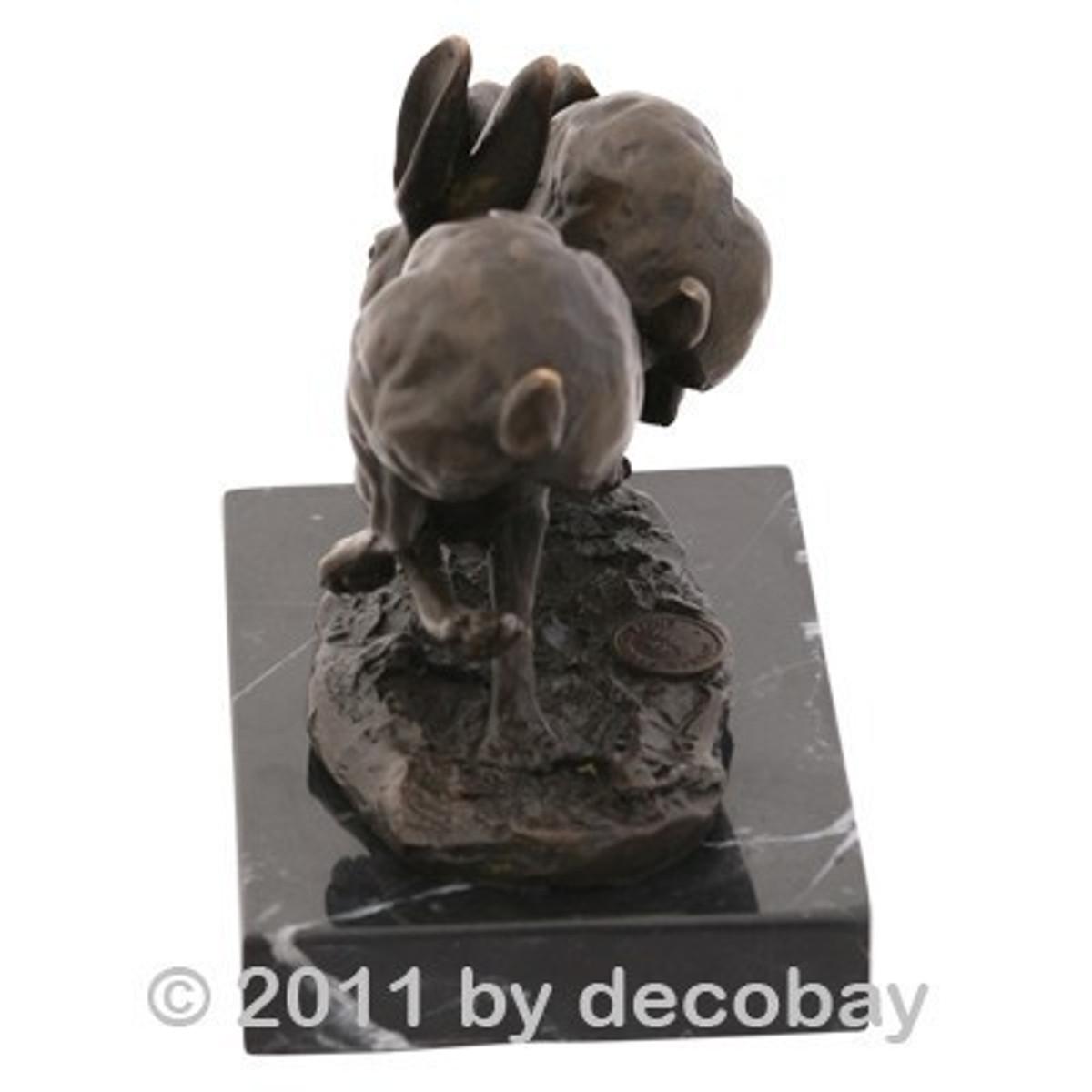 Hasenjagd Tier Figur Bronze zeigt ein Hasen Rennen. Faszinierende Szene für Jäger.