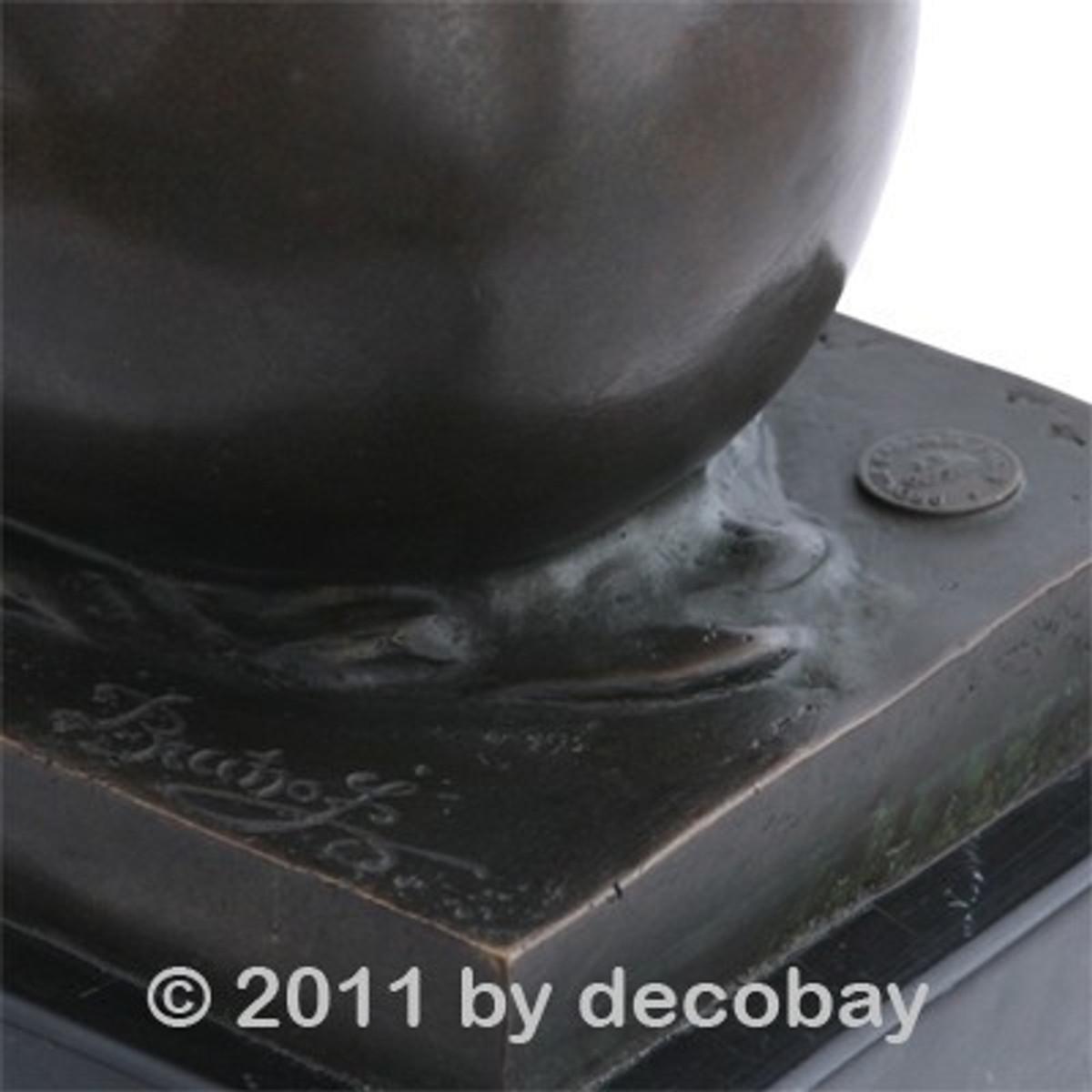 Bronze Skulpturen Frau in Eierschale Garten Figur aus Bronze im antiken Design als Deko für den Garten.