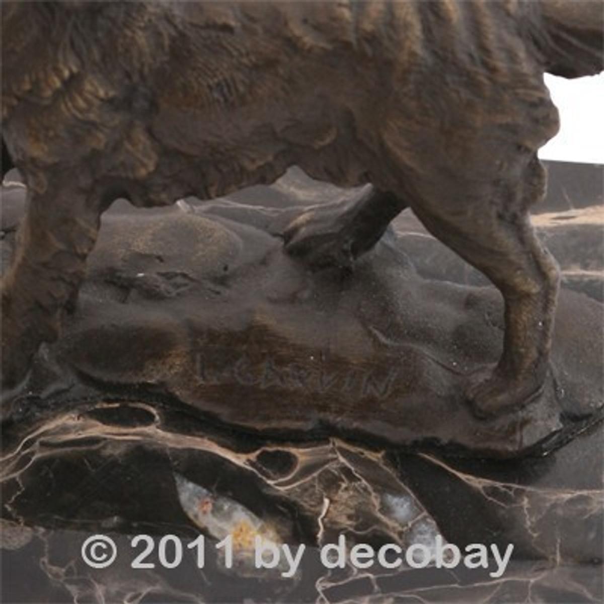 Hundefiguren aus Bronze zur Dekoration fürs Regal. Aufmerksamer Spaniel Hund.