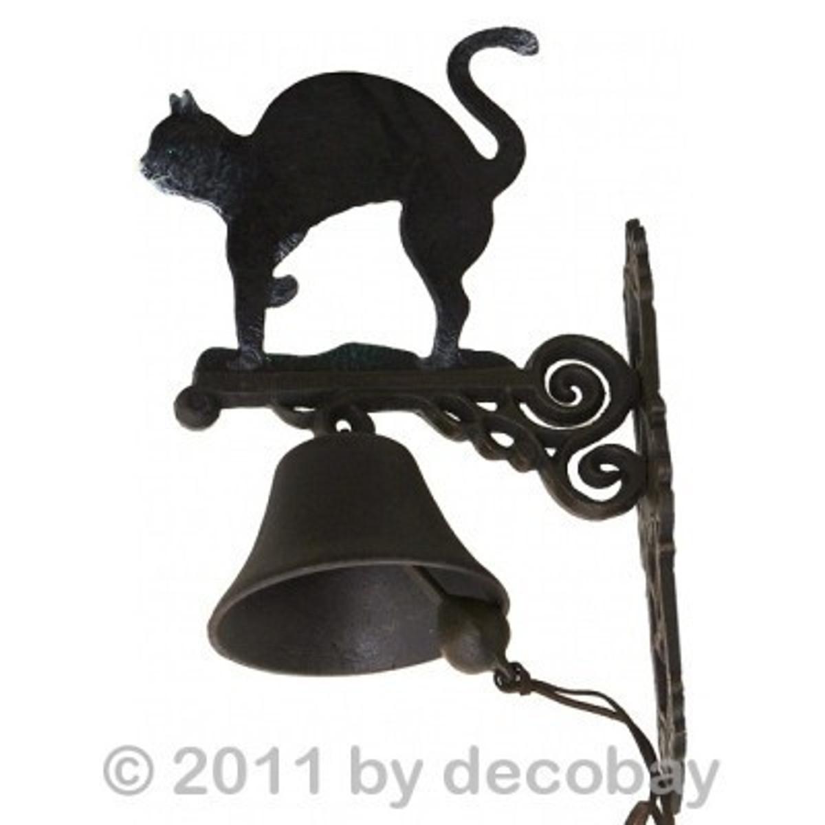 Glocke Gusseisen mit Wandhalter mit Katzen Motiv antik. Wetterfest für Außenmontage.