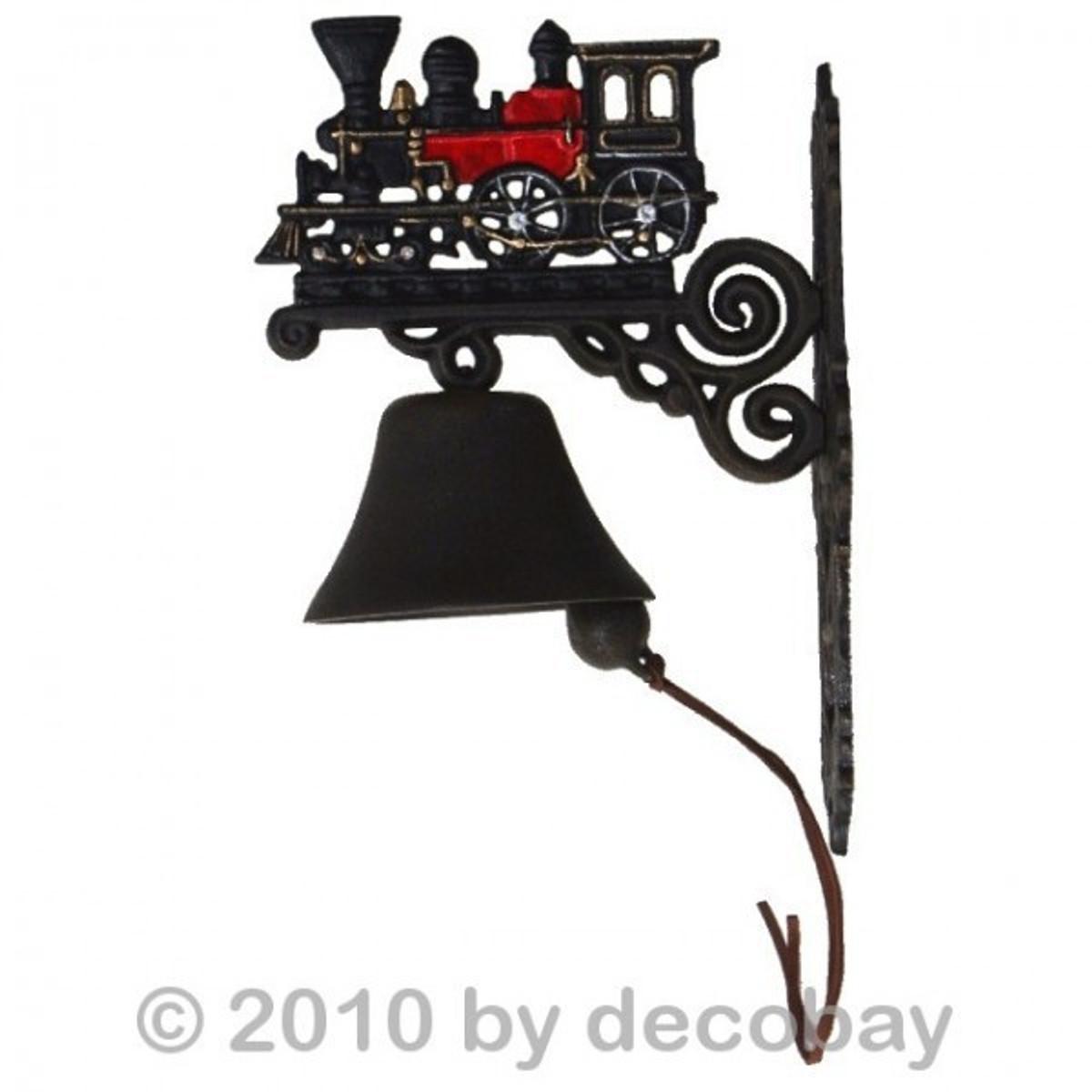 Glocke Gusseisen mit Eisenbahn Motiv für den Hauseingang oder als Gartendekoration.