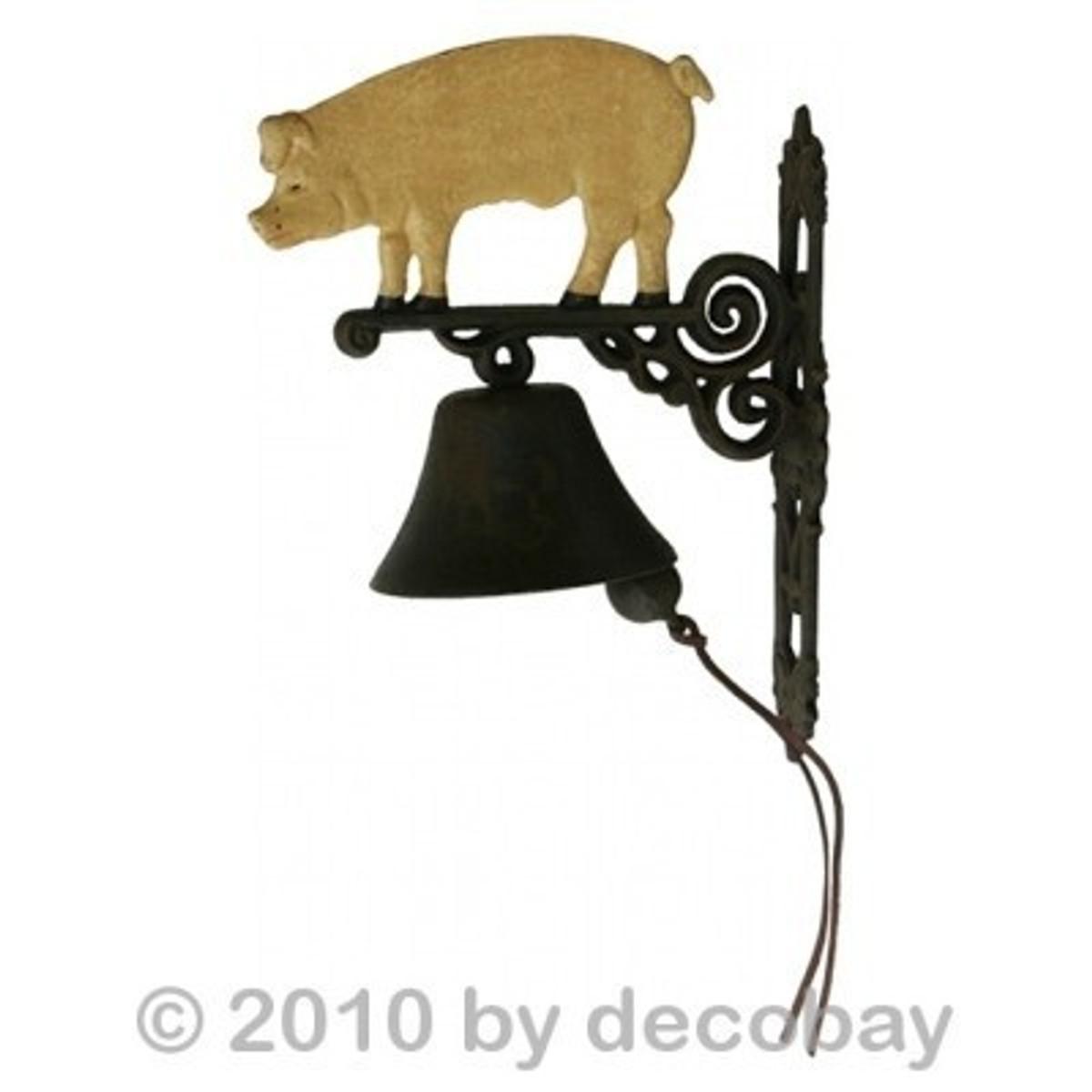 Grunzen Schwein Nostalgie Glocke kaufen Gartendeko aus rustikalem Gusseisen als Deko für den Hauseingang.