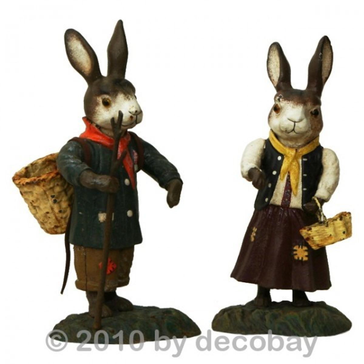 Hasen Figur als Deko , die 2 Tierfiguren zeigt, einen Hase und eine Häsin.
