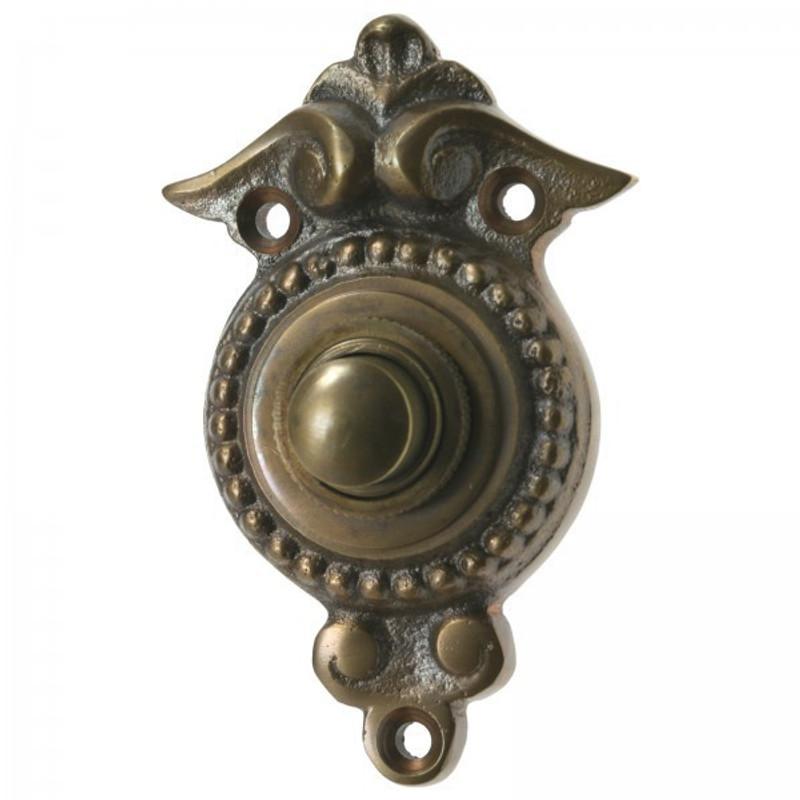 Haustürklingel im Landhaus Stil aus Messing mit Klingel Knopf für die Eingangstür am Haus.