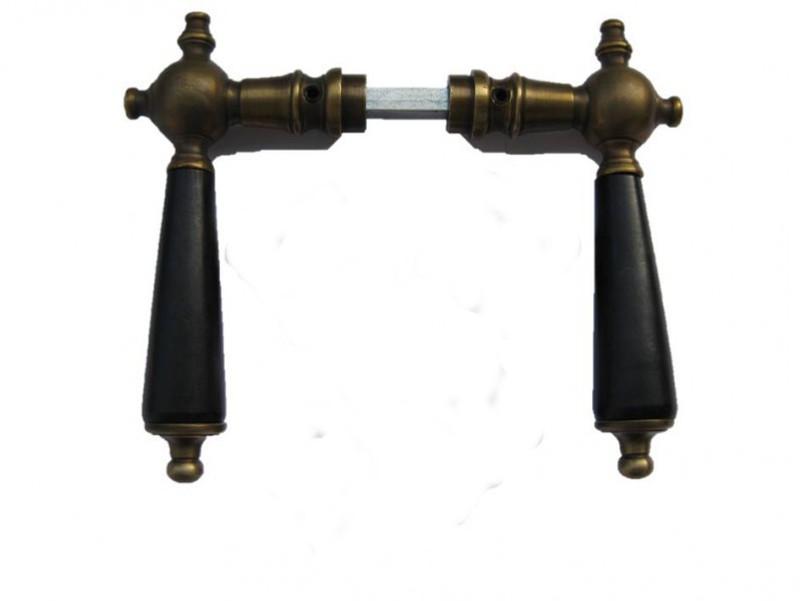 Türbeschlag Antik aus Messing mit antiker Patina und schwarzem Holz Griff für Zimmer Türen.