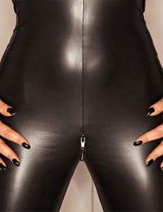 Noir Handmade - Hautenger Wetlook-Overall mit Two-Way-Reißverschluss in schwarz – Bild $_i