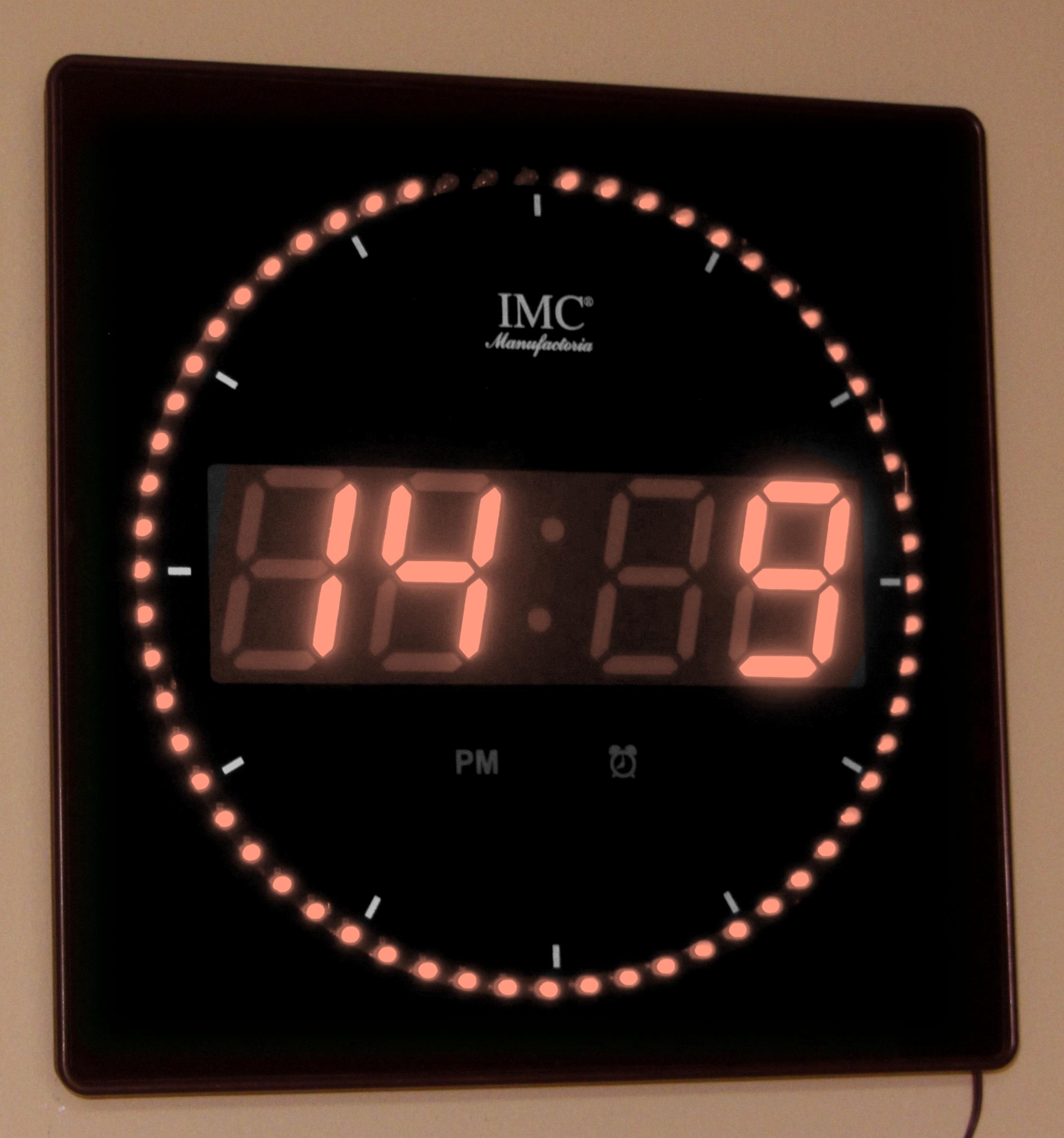 led wanduhr mit zahlen orange quadratisch digital uhr datum temperatur alarm s led wanduhren. Black Bedroom Furniture Sets. Home Design Ideas