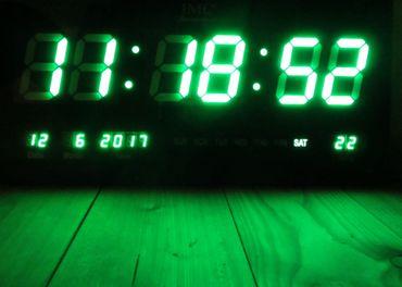 LED - Wanduhr mit Zahlen grün rechteckig digital Uhr Datum Temperatur Multi S – Bild 1