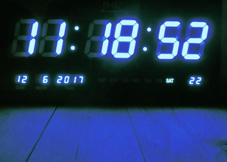 led wanduhr mit zahlen blau rechteckig digital uhr datum temperatur multi s led wanduhren. Black Bedroom Furniture Sets. Home Design Ideas