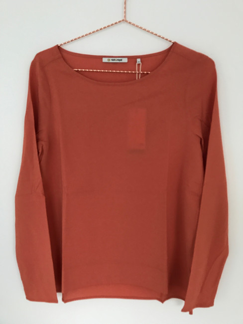 Blouse with side slits 65q702