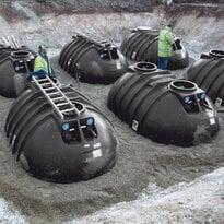 Regenwassertank unterirdisch in einer Baugrube